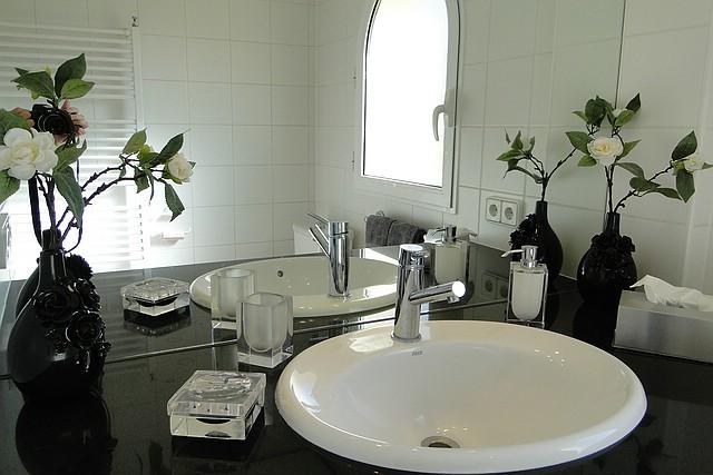 Badezimmer mit Fenster, Ferienwohnung Valencia