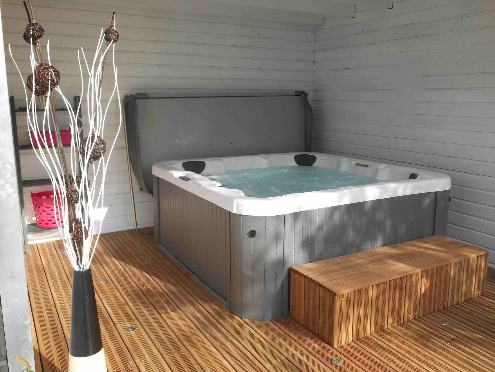 chambres d 39 h tes jacuzzi monts d 39 arr e sizun le jardin des monts. Black Bedroom Furniture Sets. Home Design Ideas