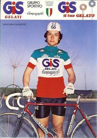 Foto courtesy: archivio TLS, Saronni nella cartolina ufficiale del 1981, in maglia di campione italiano che vincerà dopo il Trofeo Laigueglia.