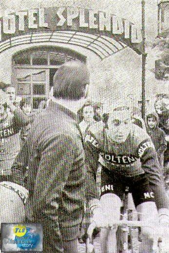 Foto courtesy: archivio TLS, Eddy Merckx, mentre lascia l'abituale residenza del soggiorno d'allenamento, l'hotel Splendid.