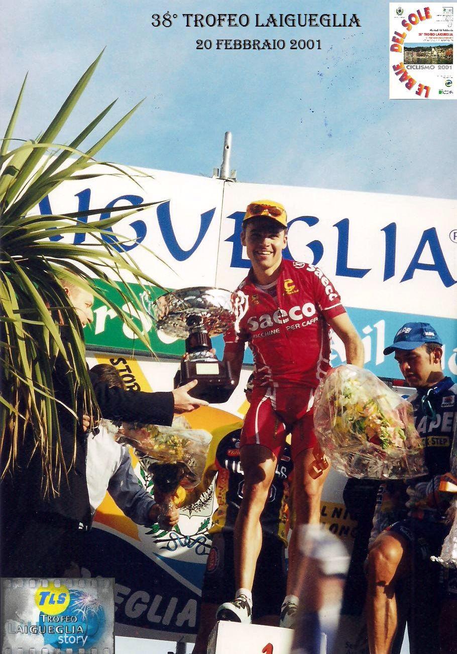 Celestino brinda sul podio del Trofeo Laigueglia. Fotografia: courtesy Foto Fasano x archivio TLS