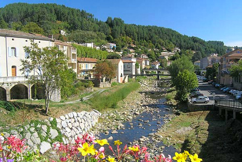 Vue de la Volane, traversant Vals-les-Bains, en sud Ardèche