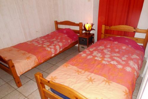 Chambre 2 avec 2 lits