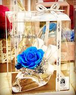 壁掛けアレンジブルーの薔薇のご結婚祝い