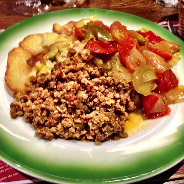 viande hachée et légumes, l'axoa est un plat du pays basque