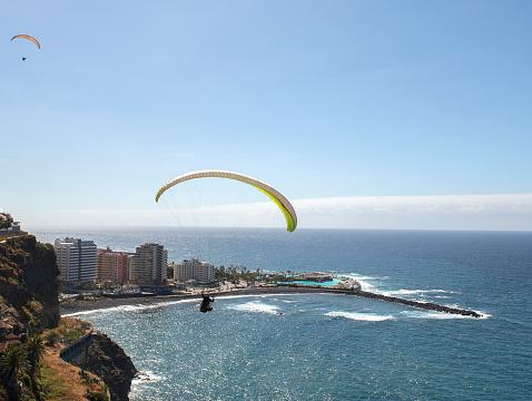 Paraglider am Playa Martianz, Puerto de la Cruz