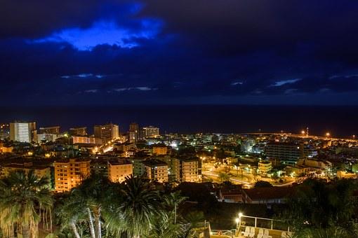 Blick vom Taoro Park auf Puerto de la Cruz