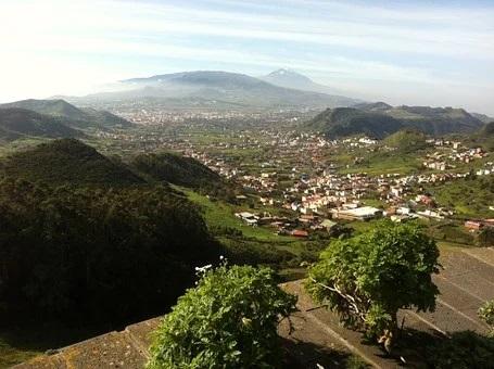 Blick von oben auf die Stadt La Laguna