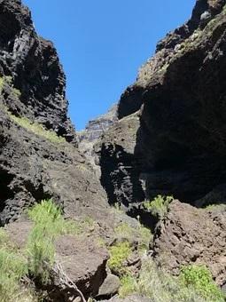 Schlucht bei einer Wanderung auf Teneriffa