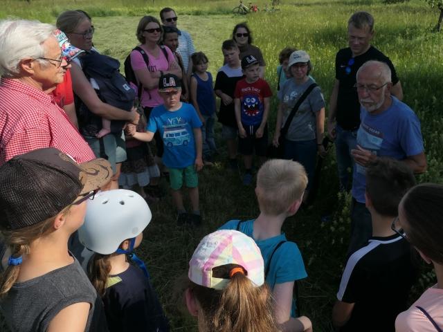 Herr Kneule erzählt interessantes über Steinkäuze.