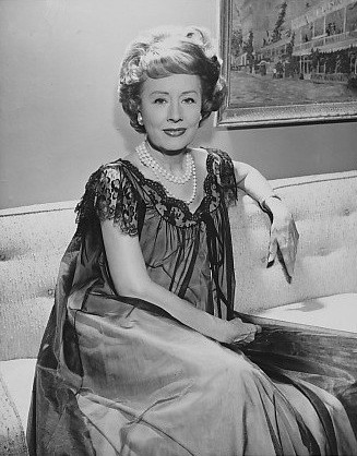 "1970, November 29 - ""Irene Dunne - a Famous Actress Who Didn't Look Back"""