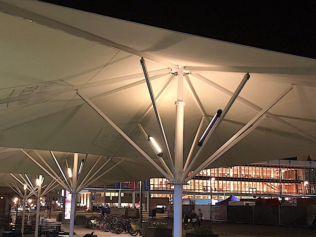 Kabellose LED Beleuchtung für Sonnenschirme