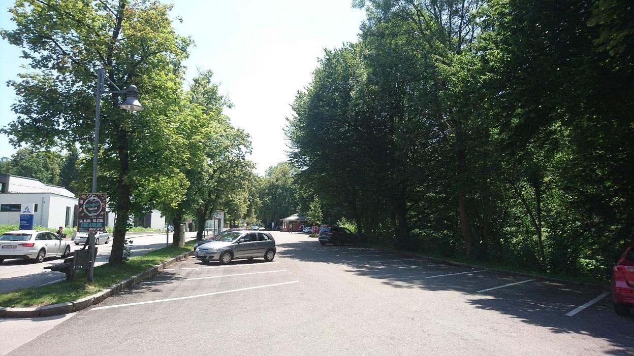 Umgebauter Parkplatz
