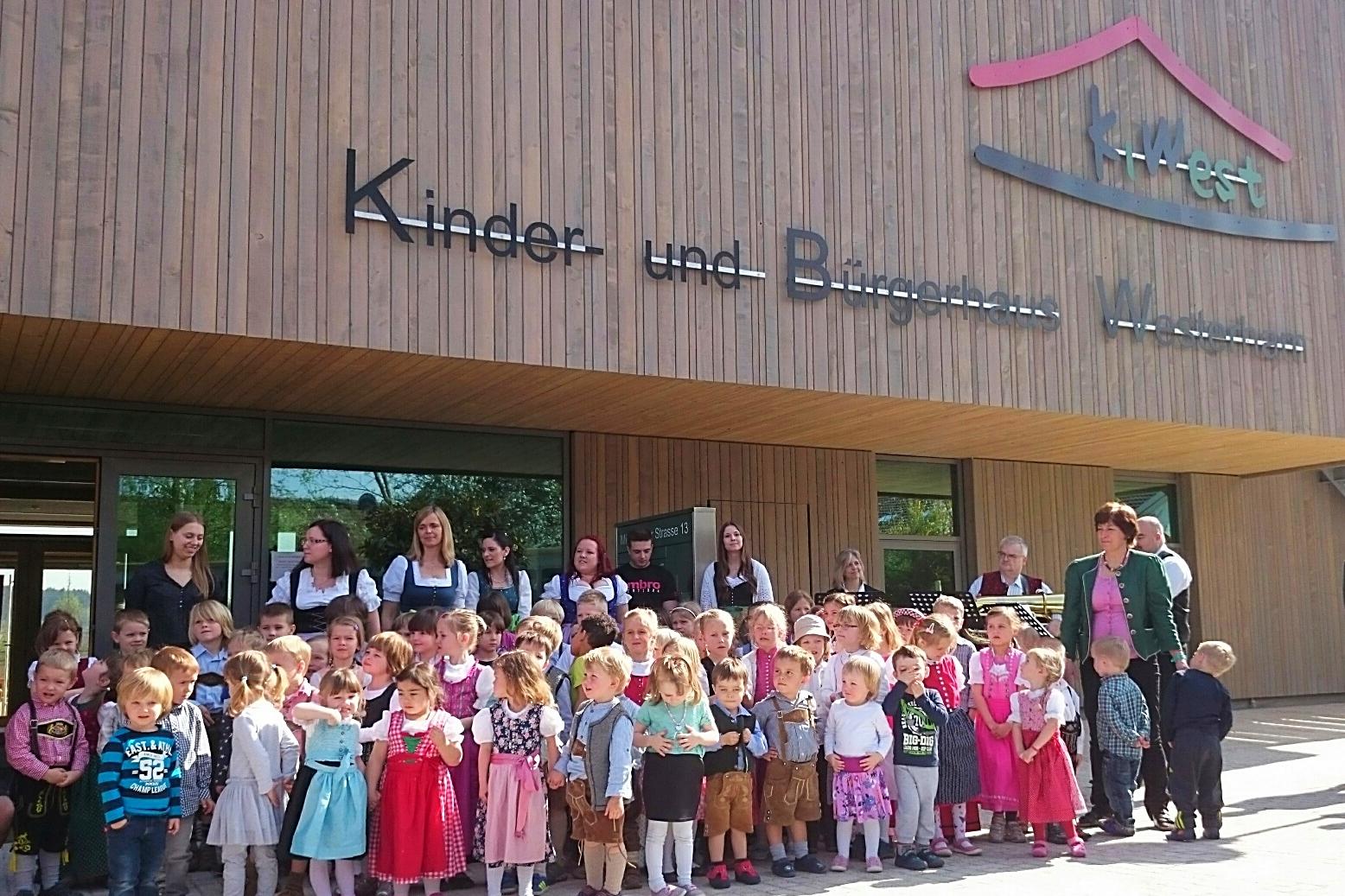 Die Gesangseinlage der Kindergartenkinder bei der feierlichen Einweihung.