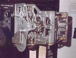 Howard H. Aiken construyó el Harvard Mark I en (1930)