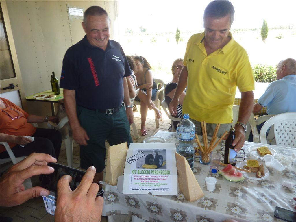 Il Damiani omaggiato dei Tacchi...di formaggio... per parcheggiare il suo ICP