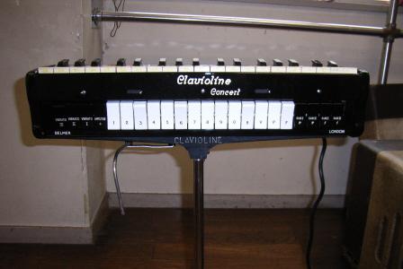 ▲クラヴィオリン鍵盤部に付いている各種調節ボタ