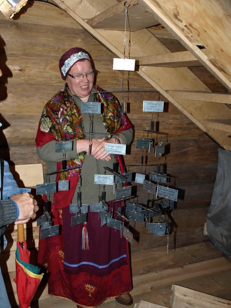 Nadezhda zeigt uns im Museum ihren Stammbaum
