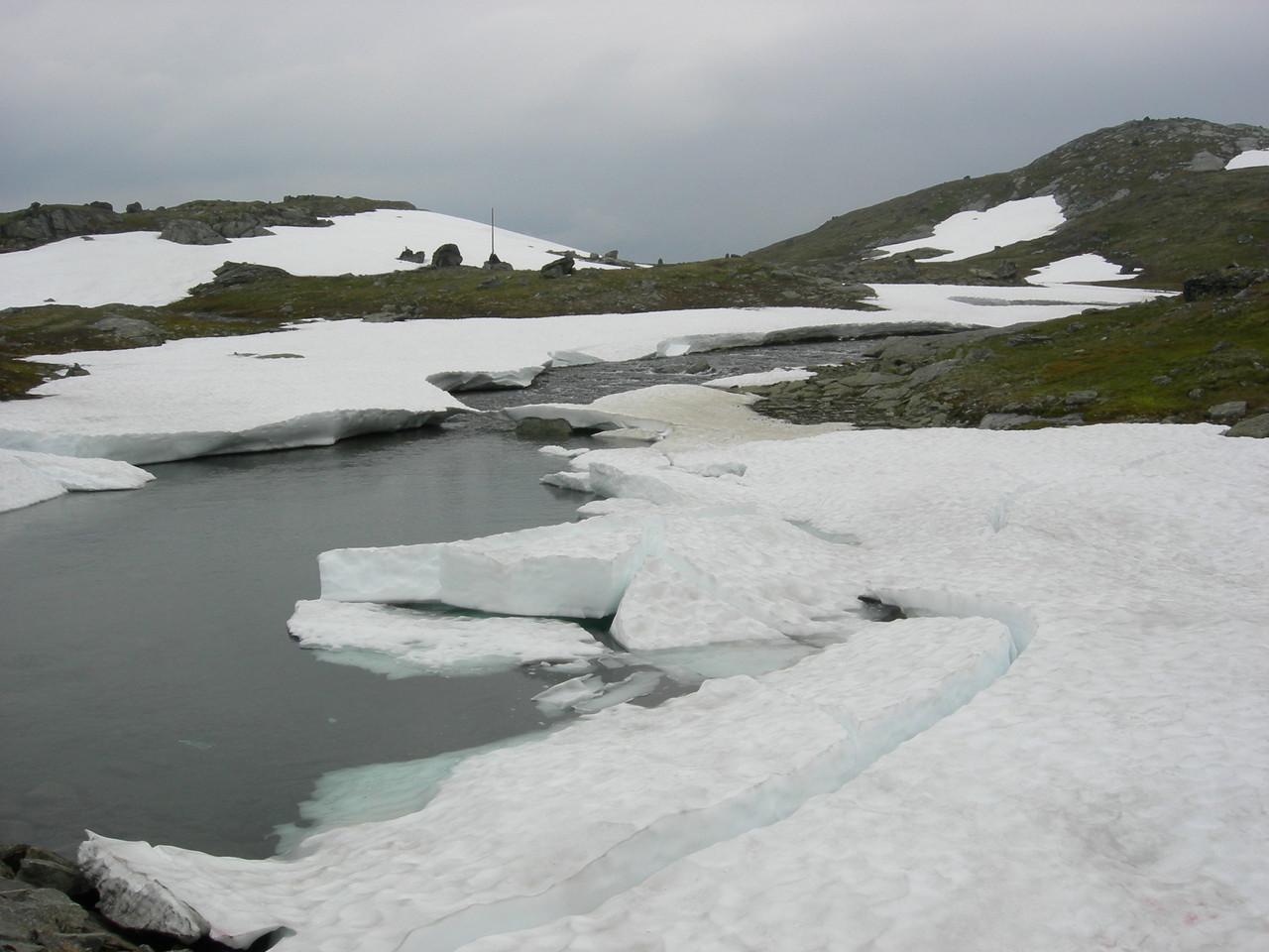 und es hat noch viel Eis auf den Seen
