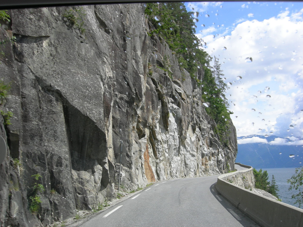 Strasse in den Fels gehauen