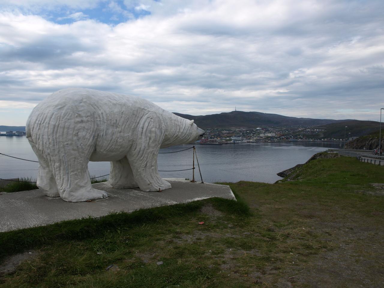 Blick auf Hammerfest und sein Symbol