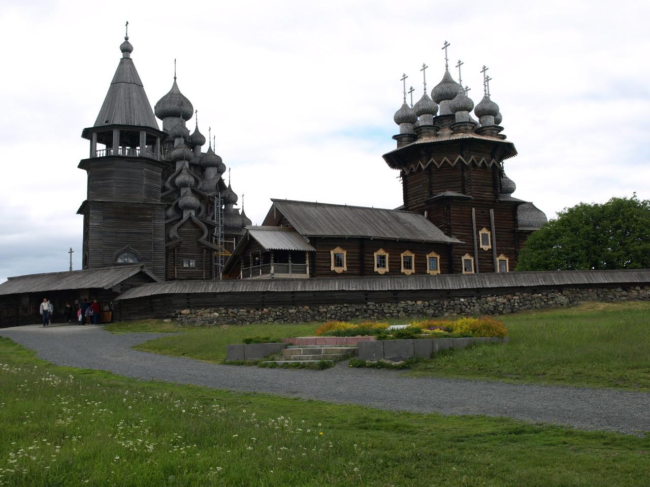 die wunderschöne Holzkirche von Kizhi