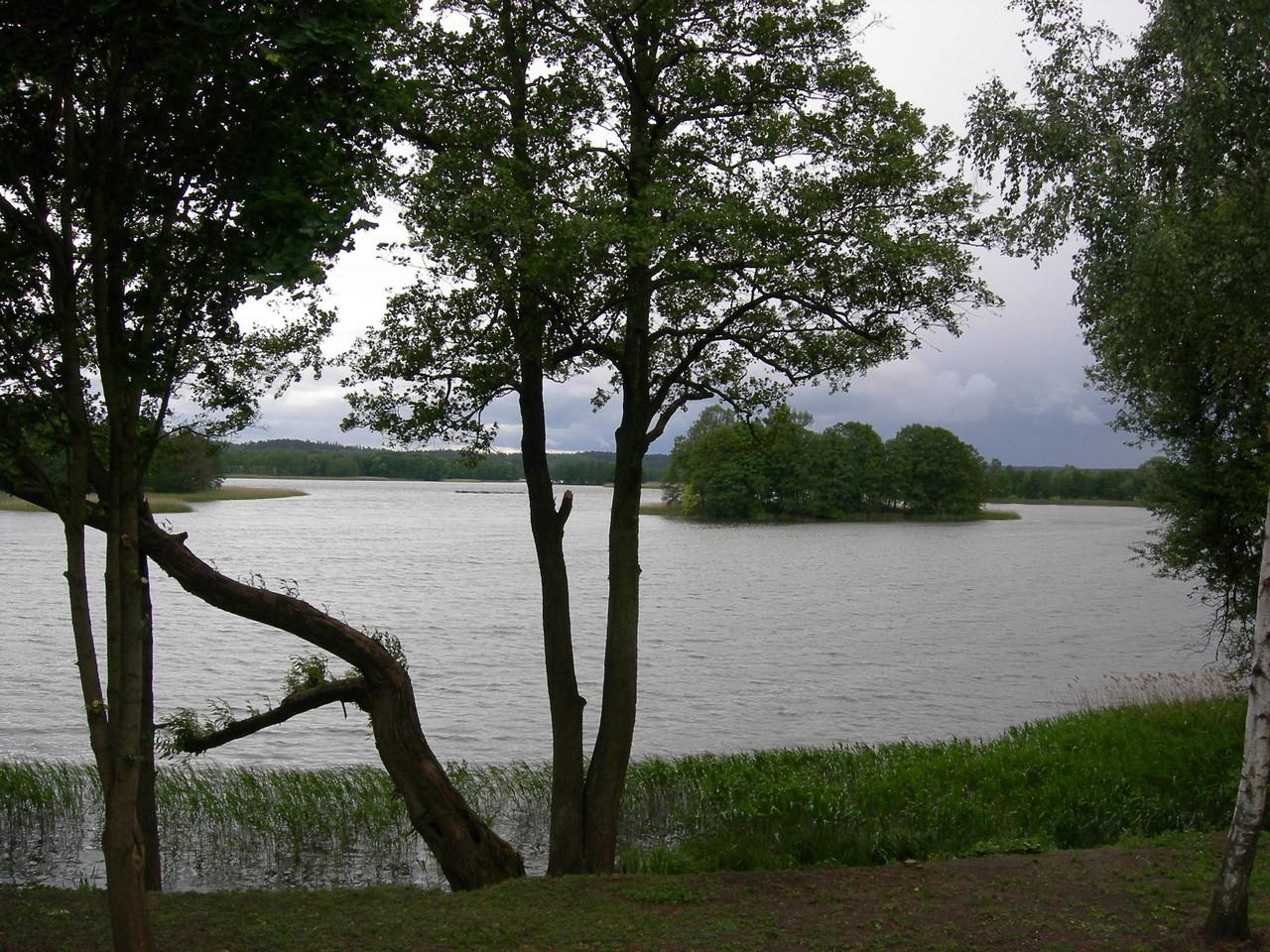 schöne See-, Fluss- und Waldgebiete