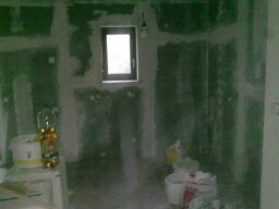 Feuchtraum geeignete Trockenbau Rigipswände mit Isolierung und Dampfsperre wegen Aussenwand.