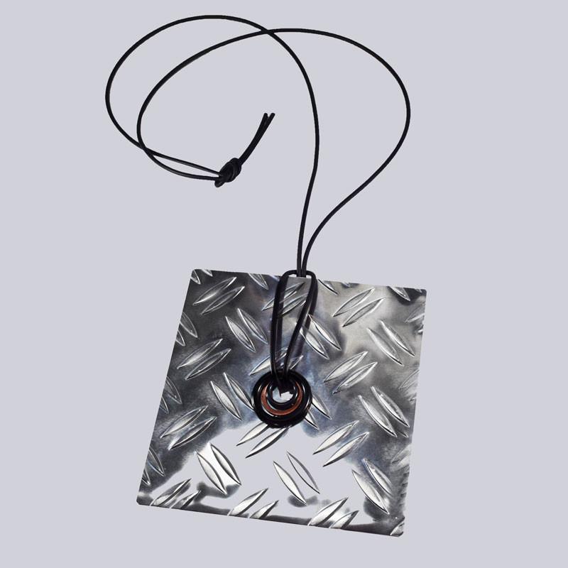 Eine wunderschöne, sehr extravagante, große Halskette aus starkem Metall. Designed by My-Levanjo. Wunderschöner, avantgardistischer Modeschmuck.