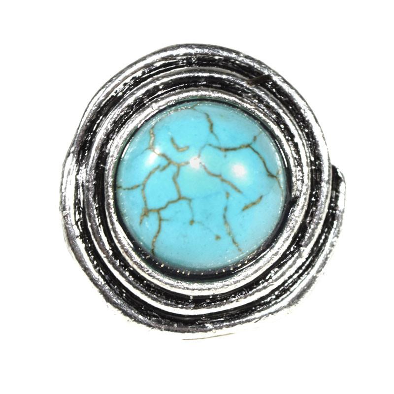 Wunderschöner, großer Ring Dienja. Silberfarben mit einem schönen, großen türkisfarbenen Schmuckstein.