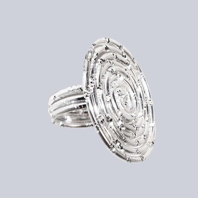 Sehr extravagant - gefertigt aus einem Stück, wunderbar, glänzendem Aluminium! Wunderschöner Lagenlook-Ring. Extravaganter Modeschmuck designed by My-Levanjo.