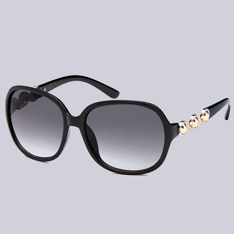 Wunderschöne Sonnenbrille in schwarz mit schönen,  goldfarbenen Verzierungen an den Bügeln.
