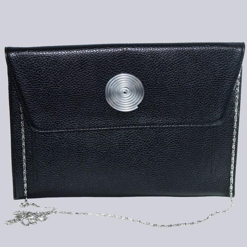 Wunderschöne, schwarze Handtasche. Auch toll als Clutch. Mit schönem Beeli Schmuck-Emblem. Wunderbar zum Lagenlook.