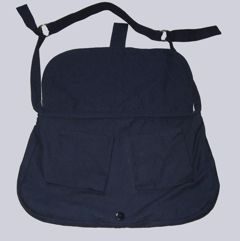 Extravagante Handtasche aus schwarzem Textil mit schönen, sehr vielen Kupferfarbenen Talern und Perlen verziert.
