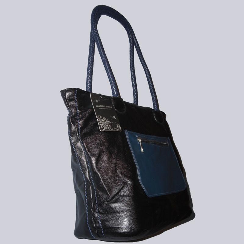 Schöne Handtasche, schwarz/petrol in einer angenehmen, leichten Qualität.
