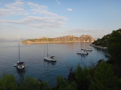 Segeln und Yoga in Griechenland - Ankern in der Bucht