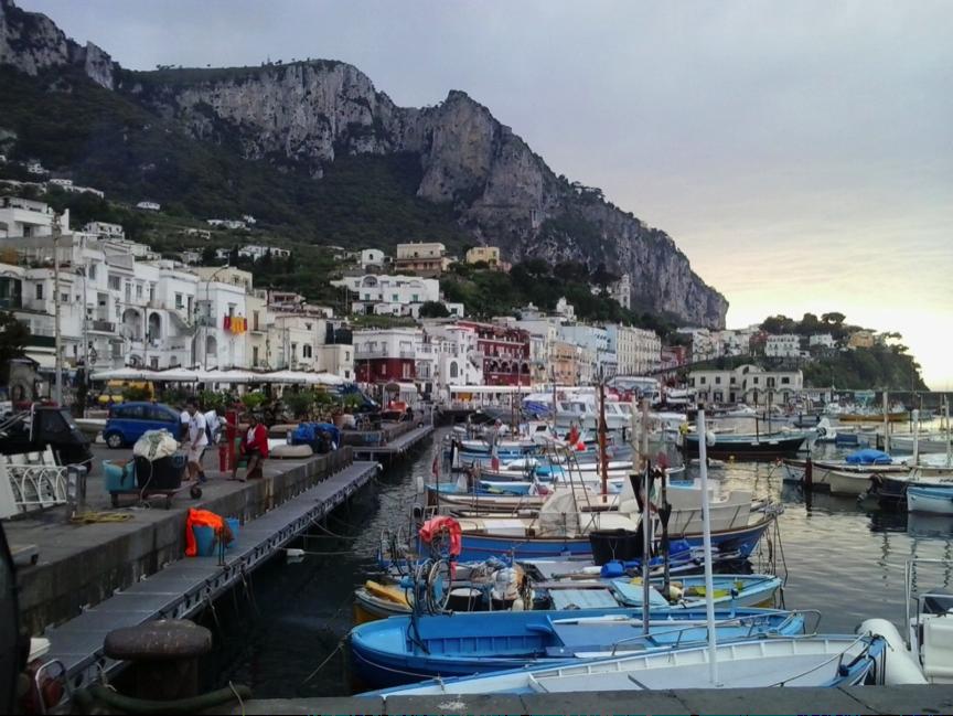 Capri mit seinen Fischerbooten