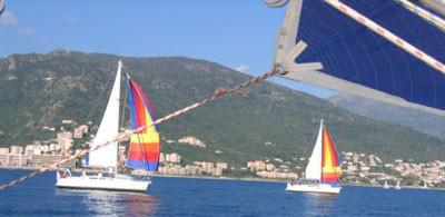 Blue Champane und Blue Heaven fuhren mit Hilfe des Motors nach Bastia, die Jugendcrew auf Yellow Dog teilte die Wachen ein und bereitete sich auf eine lange Nacht vor.