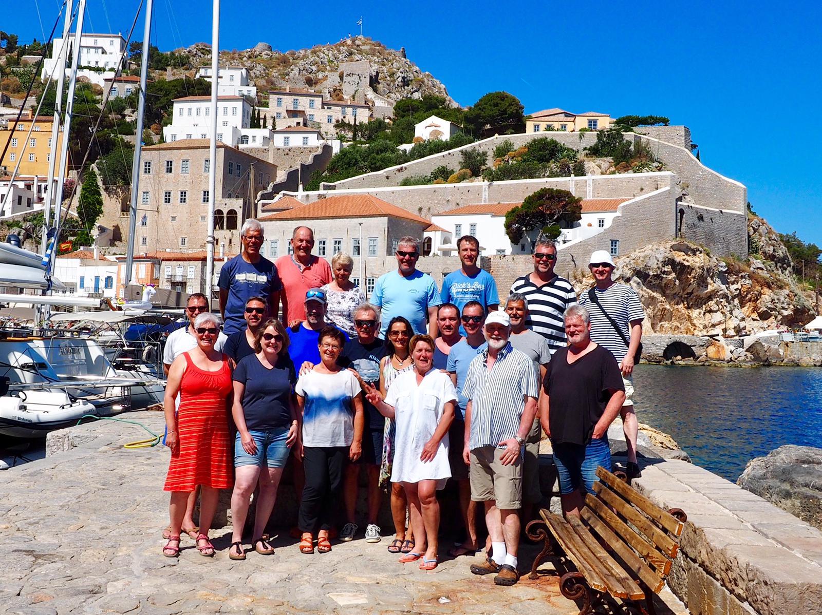 Mitsegeln Athen - Gruppenbild der Crews