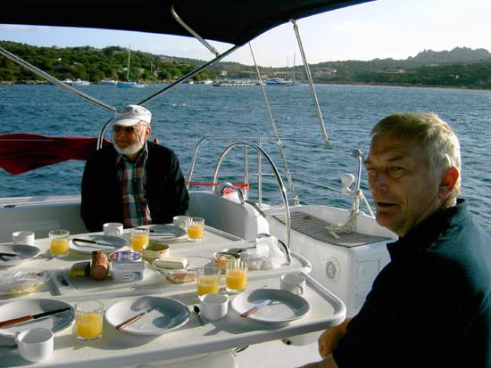 Frühstück in der Bucht von Porto Puddy