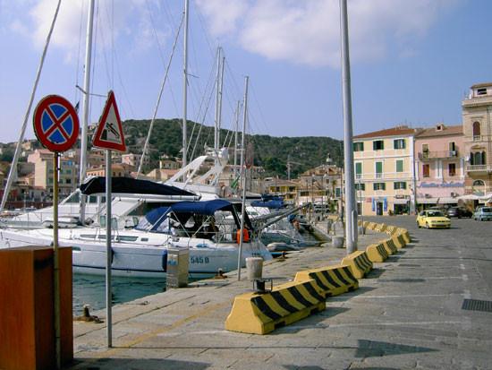Hafen von Cala Gravetta (La Madalena)