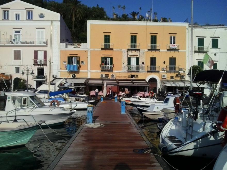 Hafen von Ischia