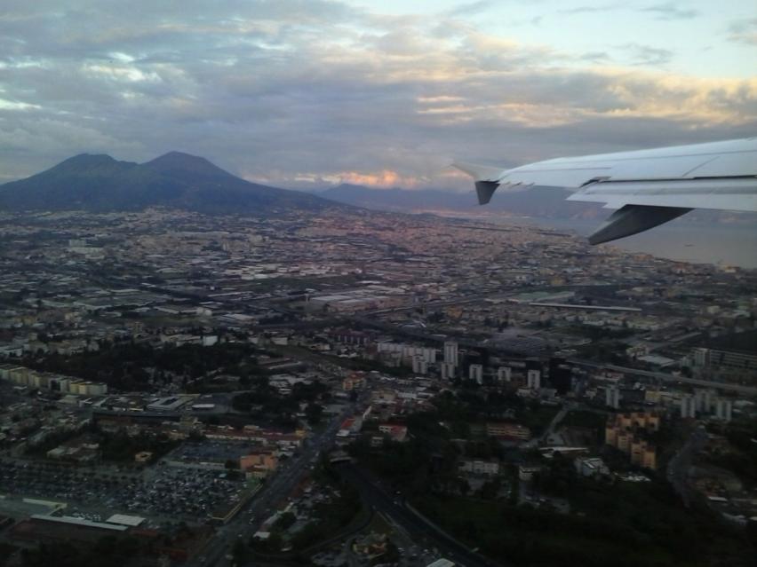 Neapel mit Vesuv beim Heimflug