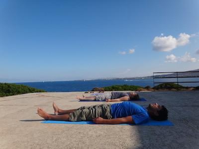 Yoga im Mittelmeer
