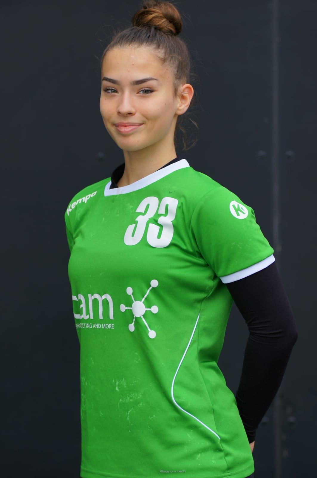 #33 Alexandra Micu