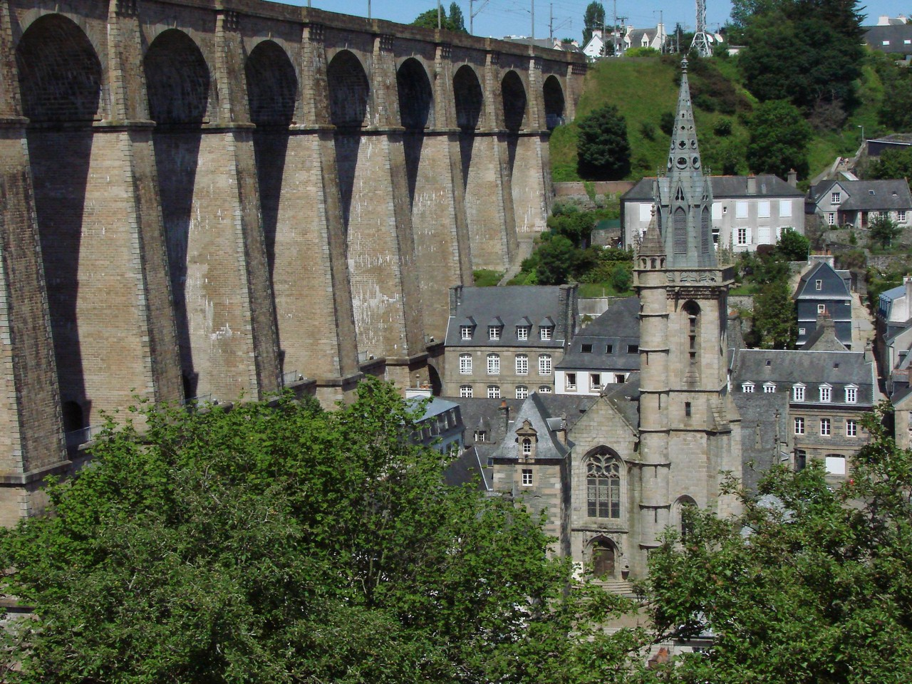 Eglise Saint Melaine et le Viaduc (MORLAIX)