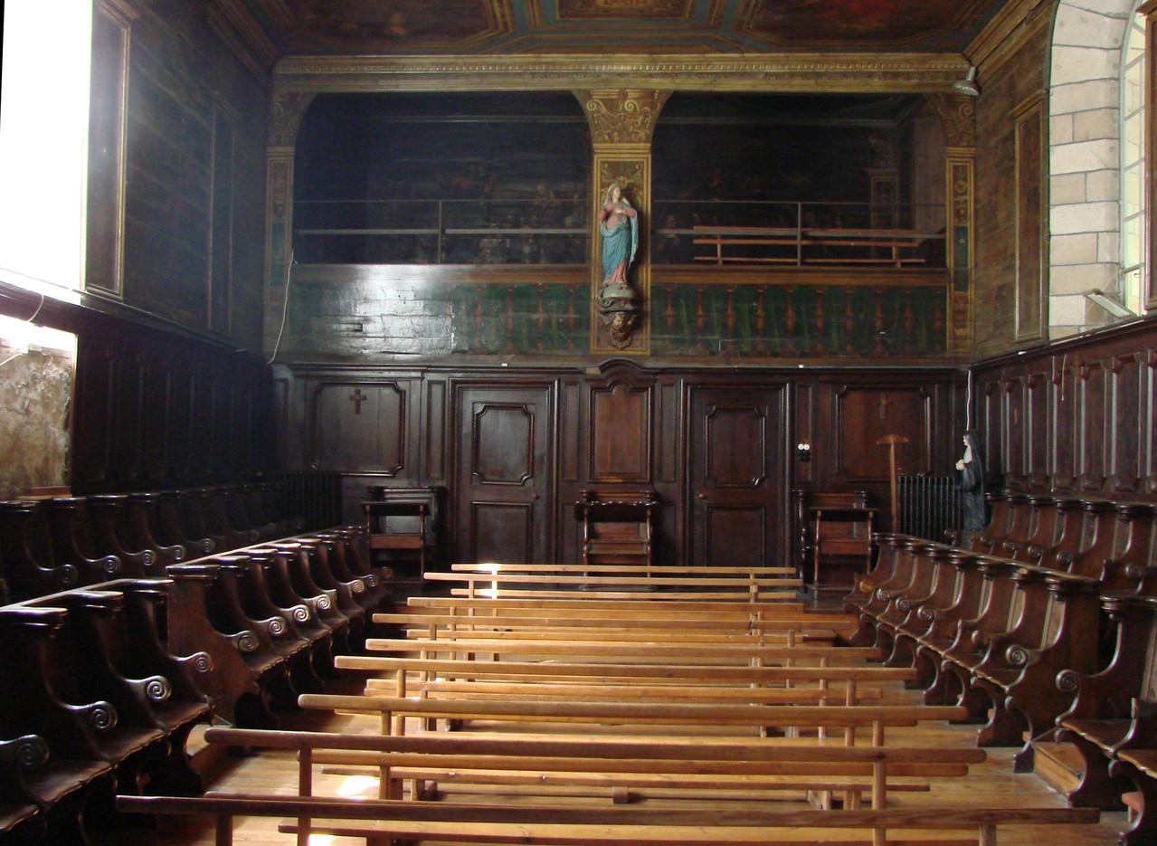La chapelle des Ursulines - Le choeur des religieuses - stalles et tribune
