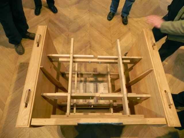 Le montage de l'autel à l'église de Plougasnou (3/10)