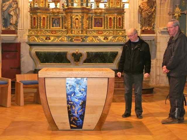 Le montage de l'autel à l'église de Plougasnou (10/10)