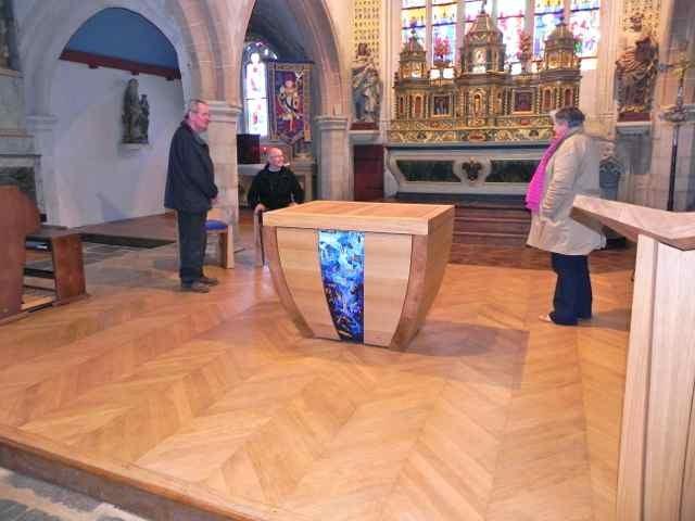 Le montage de l'autel à l'église de Plougasnou (9/10)